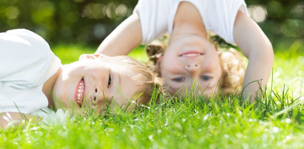 kids-playing-on-grass-612x300