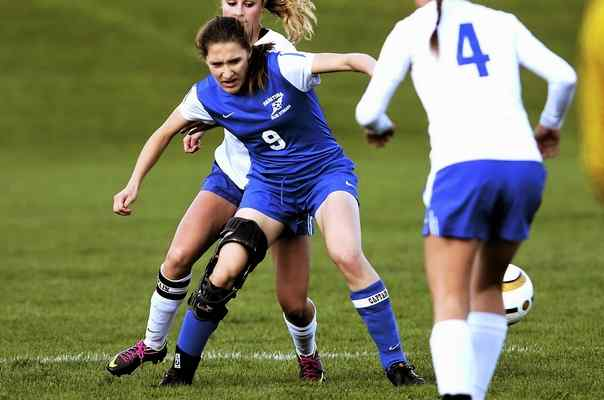 Saratoga Cassidy Driscoll, seen here competing vs. Shaker in a Suburban Council game, wears an ACL protectant knee brace. Athletes can return to compete after tearing the stabilizing ligament in their knee, but not before a year of strenuous and often tedious rehab. J.S.Carras photo